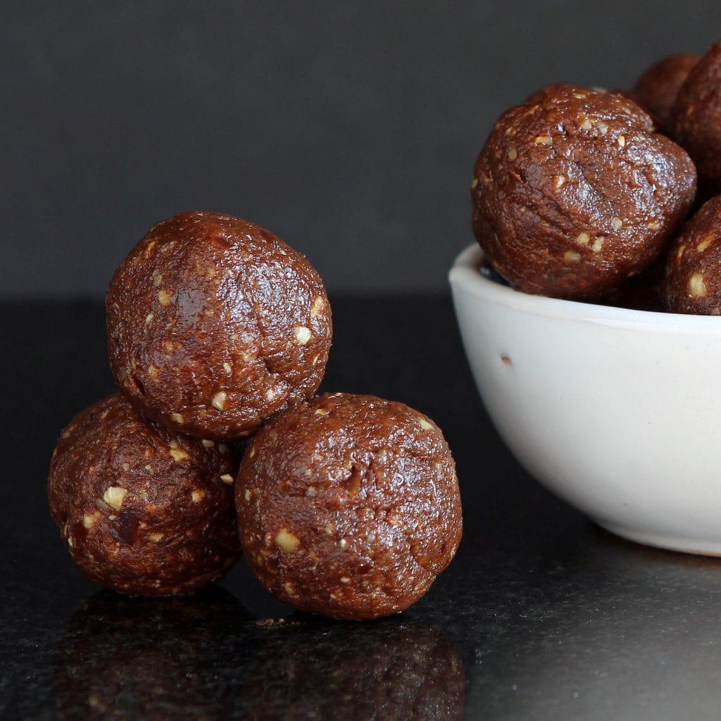 healthy-energy-balls-hazelnut