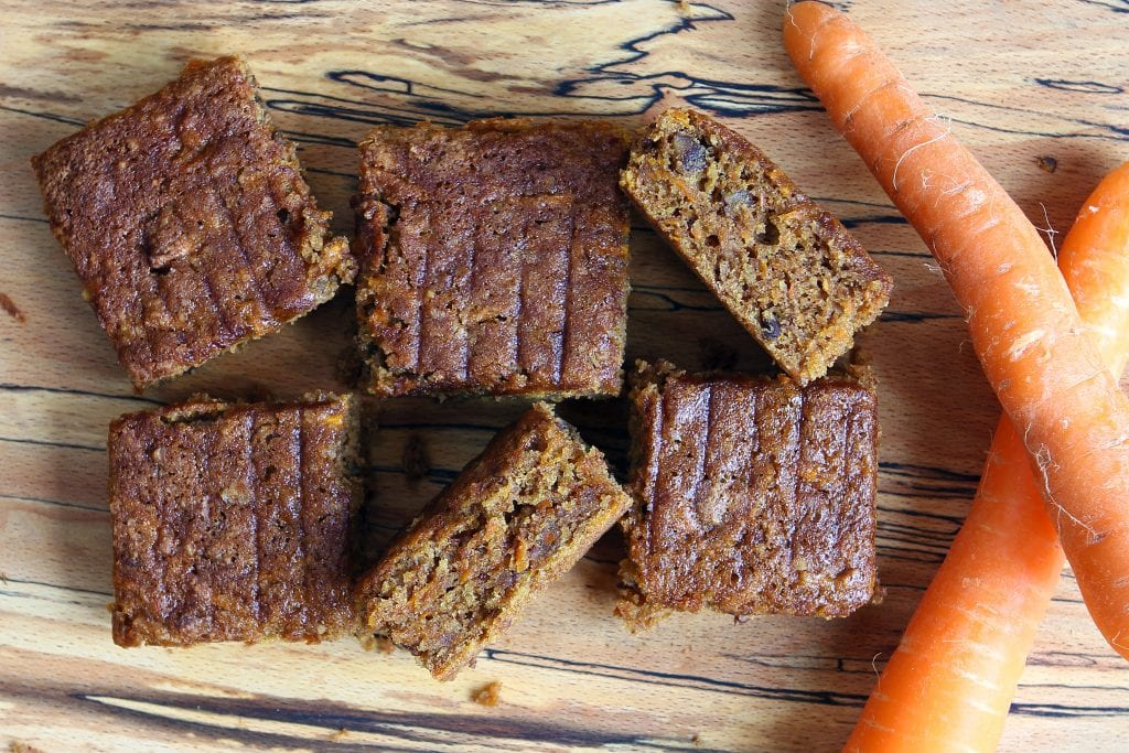 carrot-cake-traybake-sliced