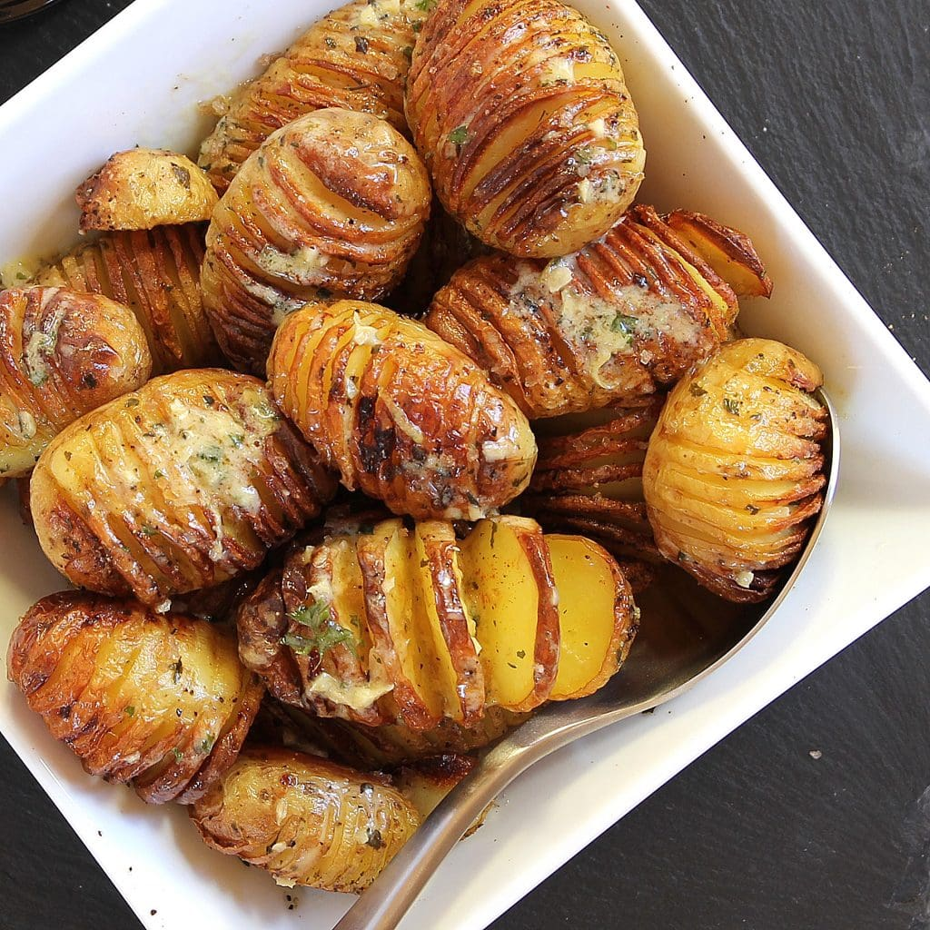 hasselback-garlic-potatoes