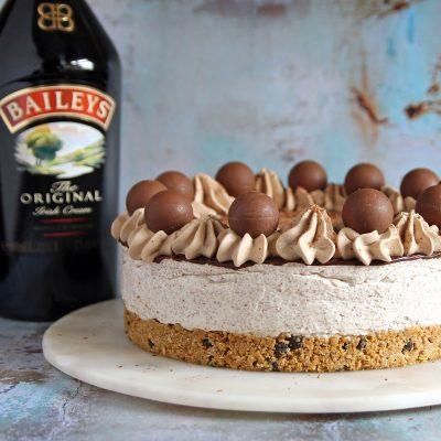 Baileys Cheesecake with Chocolate (no bake)