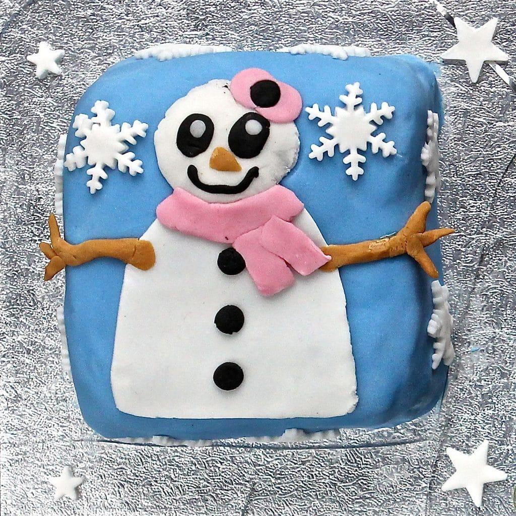 child-decorated-christmas-cake