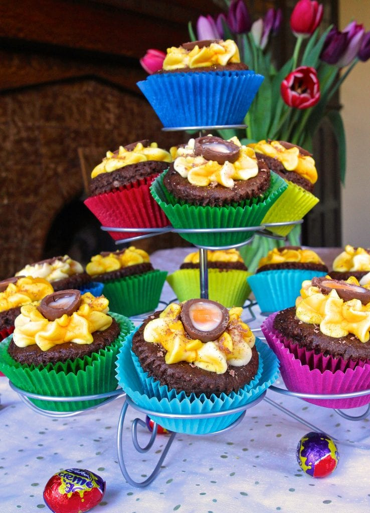 creme-egg-cupcakes-display