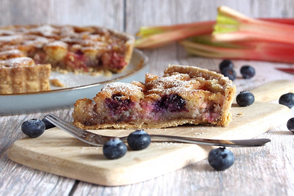 slice-gluten-free-rhubarb-frangipane